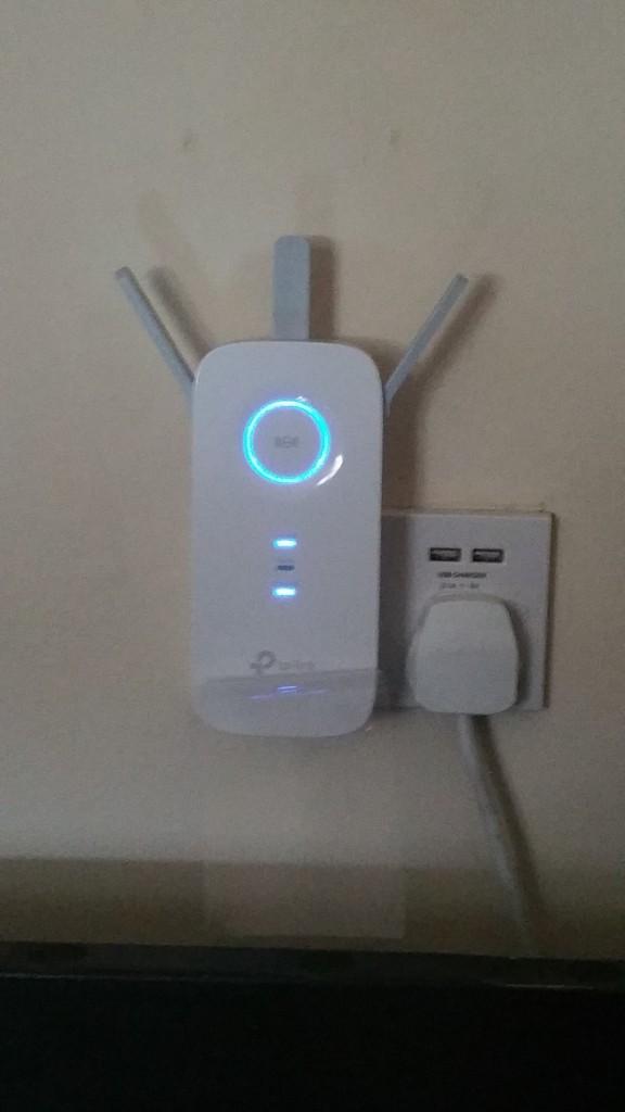 Review – TP-Link AC1750 WiFi Range Extender by @Pat_Seery
